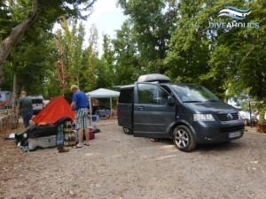 Taucher aus Gotha, Erfurt und Weimar bauen das Camp auf.