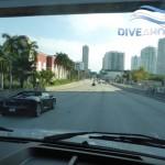 Tauchen in Florida-Blick vom Wohnmobil auf die Skyline Miamis